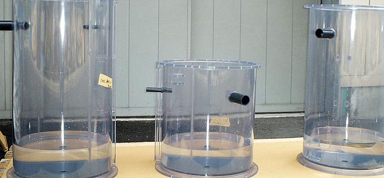 塩ビ円筒タンクおよびホッパー